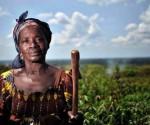 Donna a lavoro nei campi - fonte fao.org