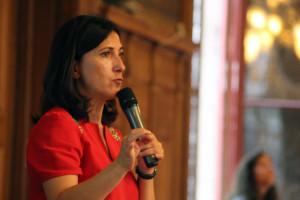 """Sandrine Mazetier, vicepresidente dell'Assemblea Nazionale francese, ha multato un deputato per averla chiamata ripetutamente """"Il Presidente"""" (Fonte immagine:http://le75020.fr/)"""