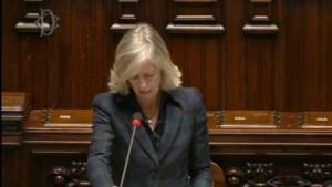Il Ministro Giannini risponde alle richieste di chiarimenti sulla vicende delle specializzazioni mediche, durante il question-time del 5 novembre alla Camera. (Fonte: corriereuniv.it)