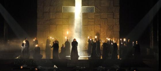 La forza del destino secondo Poda: la scena del Convento (da www.teatroregioparma.it)
