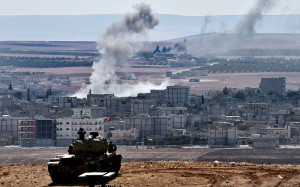 Carro armato turco sulla frontiera vicino a Kobane